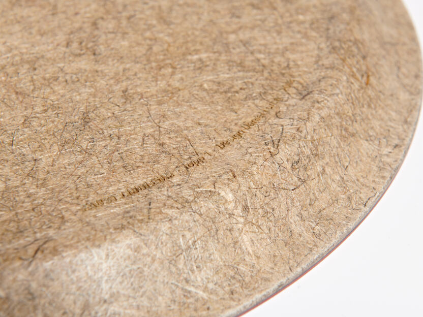 Carrier material of flax and hemp fibers
