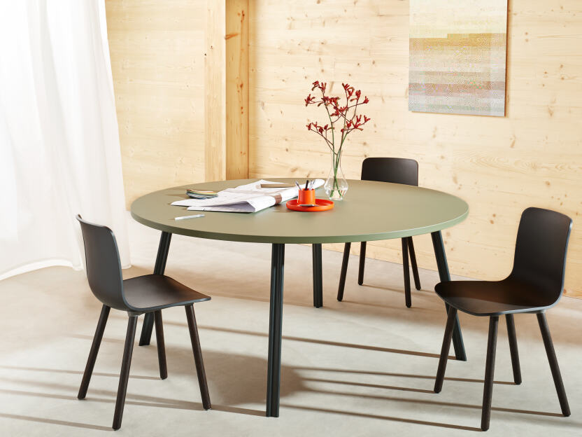 Linoleum table with Beam aluminium legs